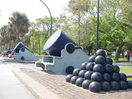 Civil War cannons at Charleston Battery park in  Charleston SC